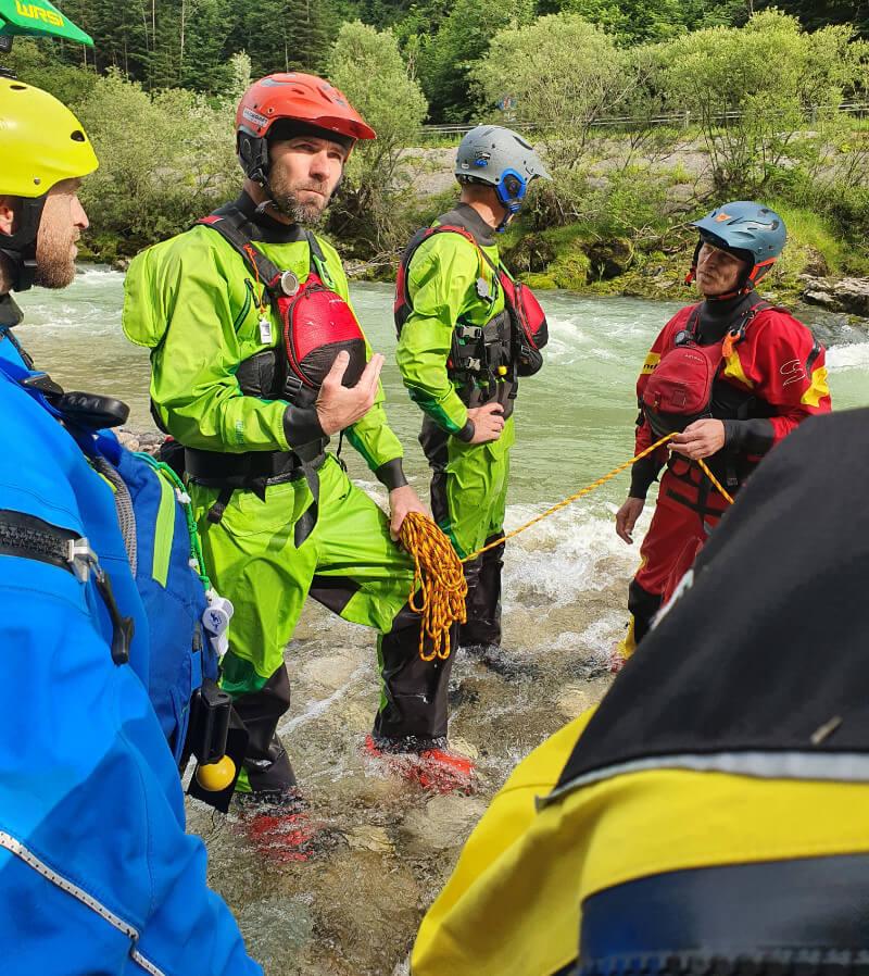 Packraft Wildwasser-Rettungskurs – Seiltechnik