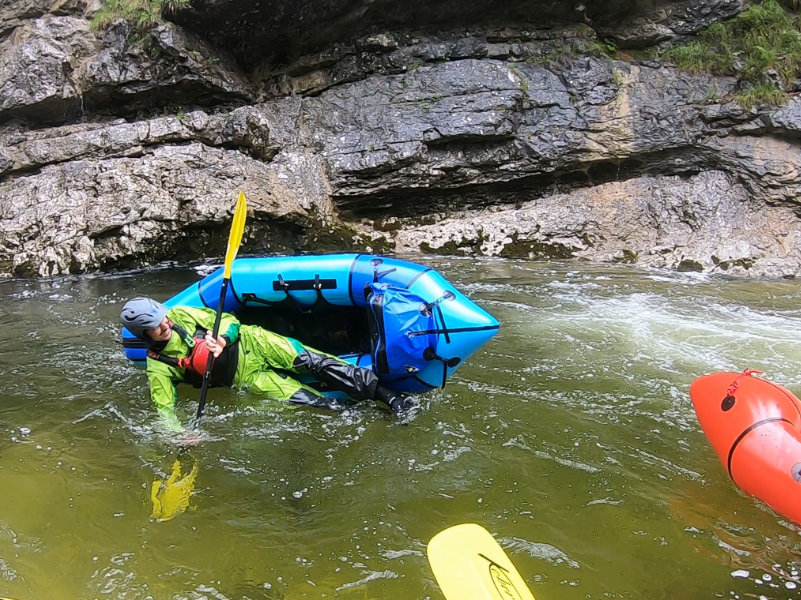 Packraft Wildwasser-Rettungskurs – Kentern