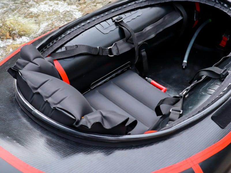 Alligator Cockpit und Sitz