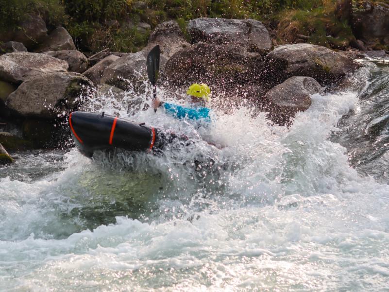 Packraft im Wildwasser Test